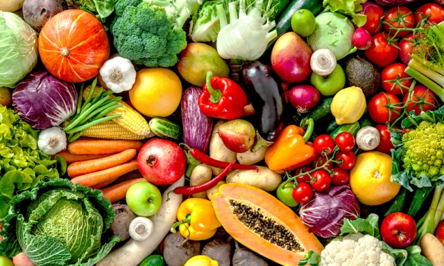 Ζωντανή σύνθεση από πολύχρωμα λαχανικά